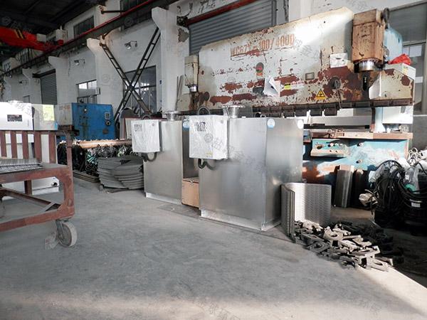 購物中心大地埋式自動隔油池提升一體化設備施工方案
